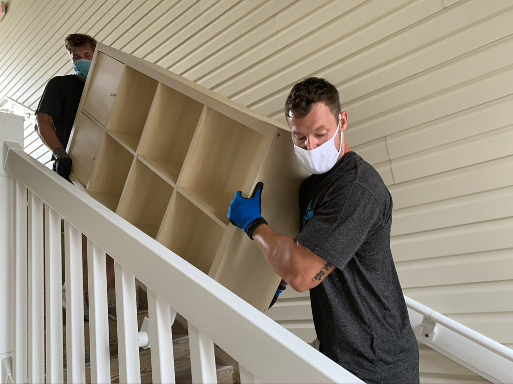 Movers with masks